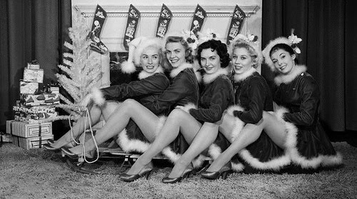 vintage-x-mas-girls-pin-ups-christmas-time.jpg